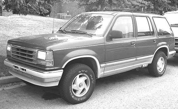 Ford-Explorer-4DR-grayscl