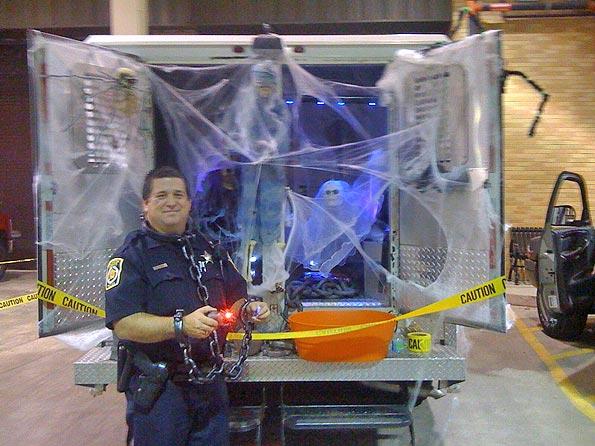 AHPD-prisoner-van-Halloween