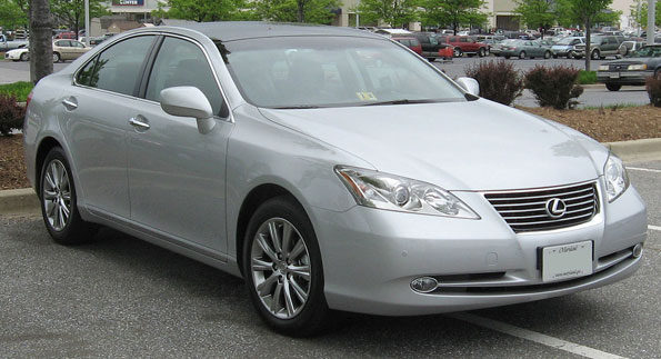 Silver 2008 Lexus ES 350 similar to model stolen in Arlington Heights.