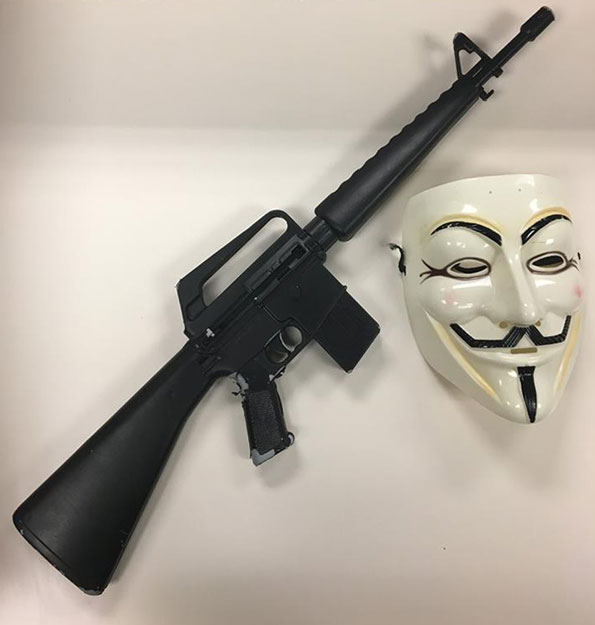 Replica Rifle pointed at Lake County motorists