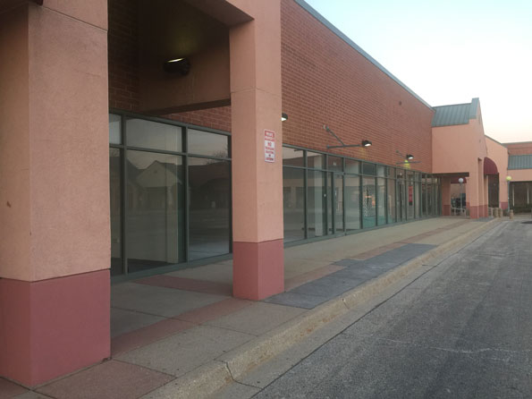 Southpoint Shopping Center mostly empty for years