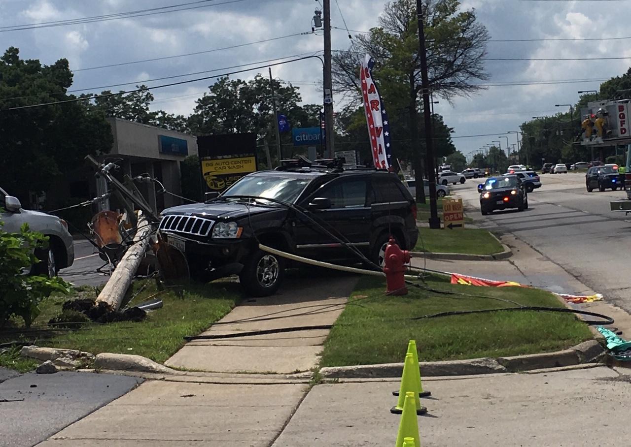 Car vs pole hit-and-run crash Buffalo Grove