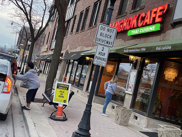 Bangkok Cafe curbside pickup in Arlington Heights