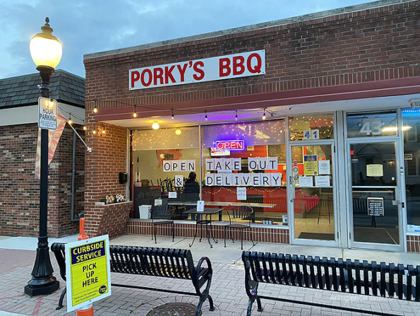 Porky's BBQ curbside pickup in Arlington Heights