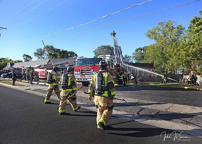 Main aerial up at strip mall fire in Mundelein Wednesday, September 2, 2020 (PHOTO CREDIT: J. Kleeman)