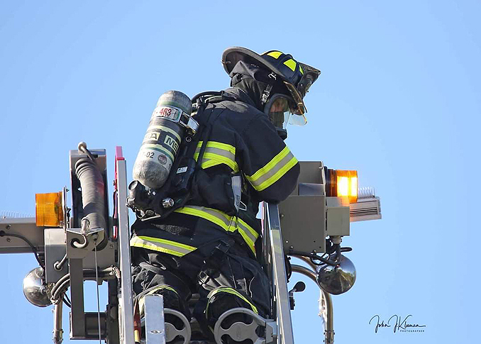 Roof operations at strip mall fire in Mundelein Wednesday, September 2, 2020  (PHOTO CREDIT: J. Kleeman)