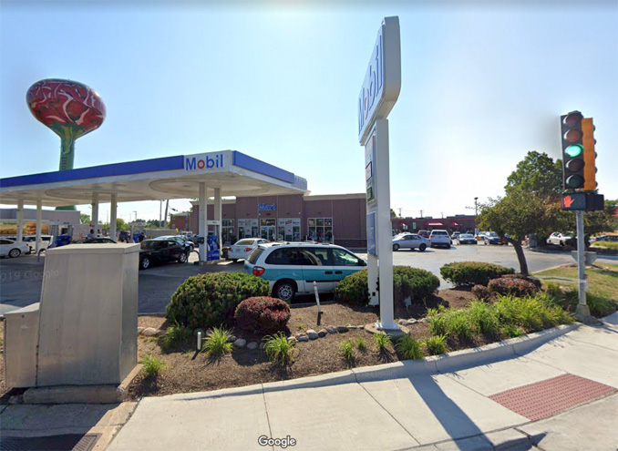 Mobil gas station at Higgins Road and River Road in Rosemont (Image capture August 2019 ©2020)