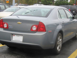 Body Style 2008-2010 Chevrolet Malibu rear view (IFCAR, Public domain, via Wikimedia Commons)