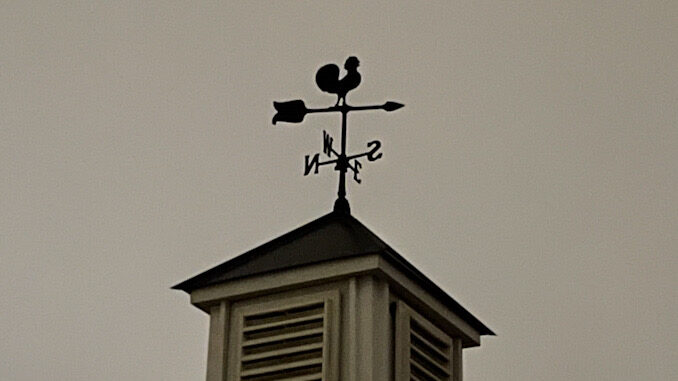 Wind from the southeast or calm in Arlington Heights prior to a Winter Storm; O'Hare reported a North wind at 7 MPH and Waukegan and Chicago Executive Airport reported calm condition just before 9:00 p.m.