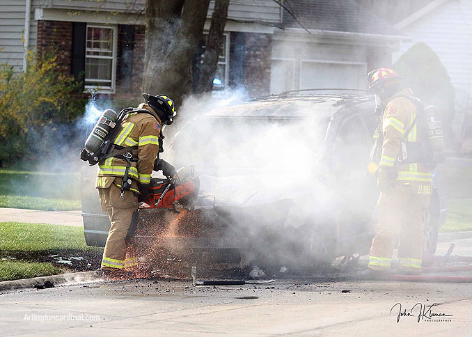 Minivan fire in Buffalo Grove Tuesday, April 27, 2021