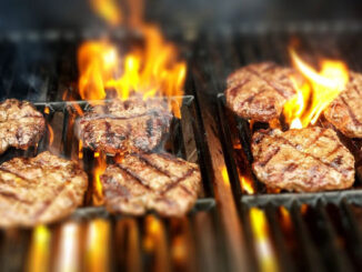 Burgers on the grill (PHOTO CREDIT: Pexels/Pixabay)