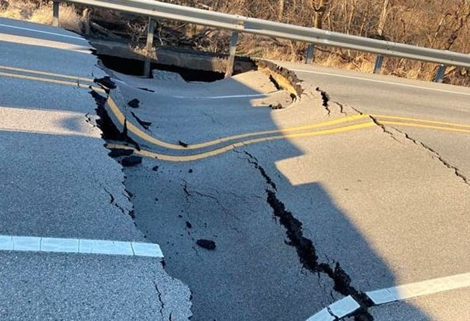 Culvert collapse under Stearns School Road between Hutchins Road and Hunt Club Road (SOURCE: LCDOT)