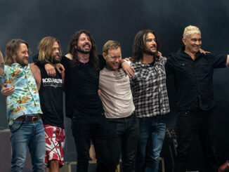 Foo Fighters 2018 at London Stadium by Raph_PH (licensed under the terms of the cc-by-2.0)