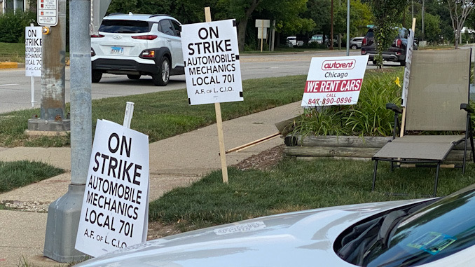 ON STRIKE Automobile Mechanics Local 701 at the southeast corner of Dundee Road and Ridge Avenue. Mechanics across Ridge Avenue at Arlington Heights Ford are not on strike