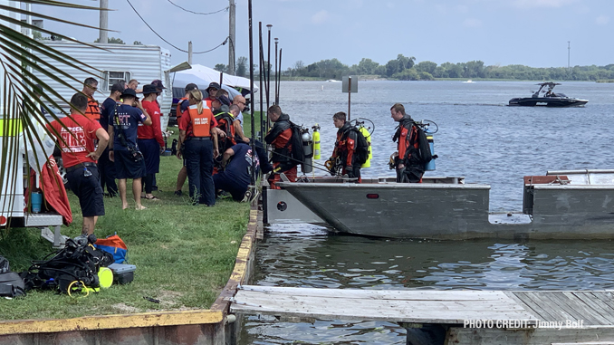 Scene at Fox Lake water rescue/recovery (PHOTO CREDIT: Jimmy Bolf)