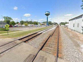 Lake Villa railroad crossing Grand Avenue (Image capture August 2019 ©2021 Google)