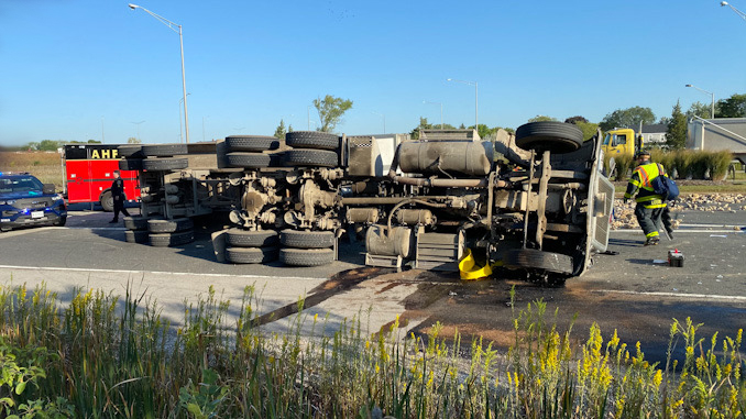 Rollover semi-trailer dump truck with a portable spill containment pool in place