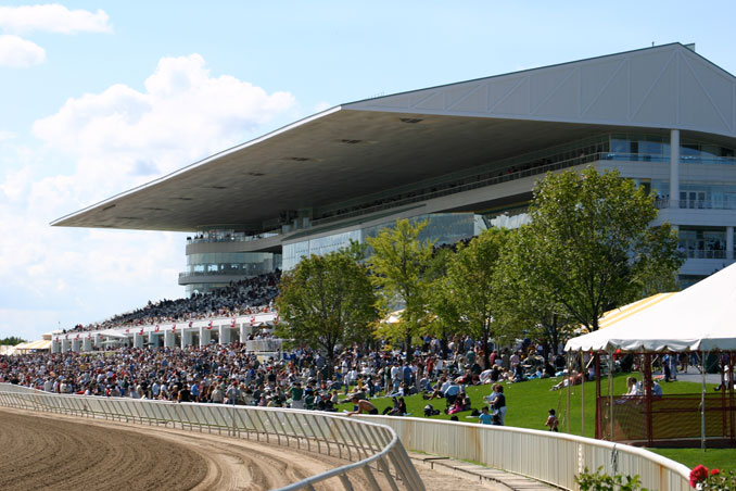 Grandstand crowd at the Arlington Million on August 14, 2004