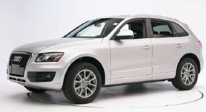 White Audi Q5 or Q7 hit and run vehicle (not actual vehicle) on Saturday, October 9, 2021 in Indian Creek, Illinois (SOURCE: Lake County Sheriff's Office)